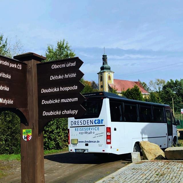 Bus Doubice beim Schnitzmeister, CC0 Hartmut
