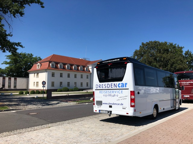 Bus, IBA-Terrassen mit Seehotel, CC0 Hartmut